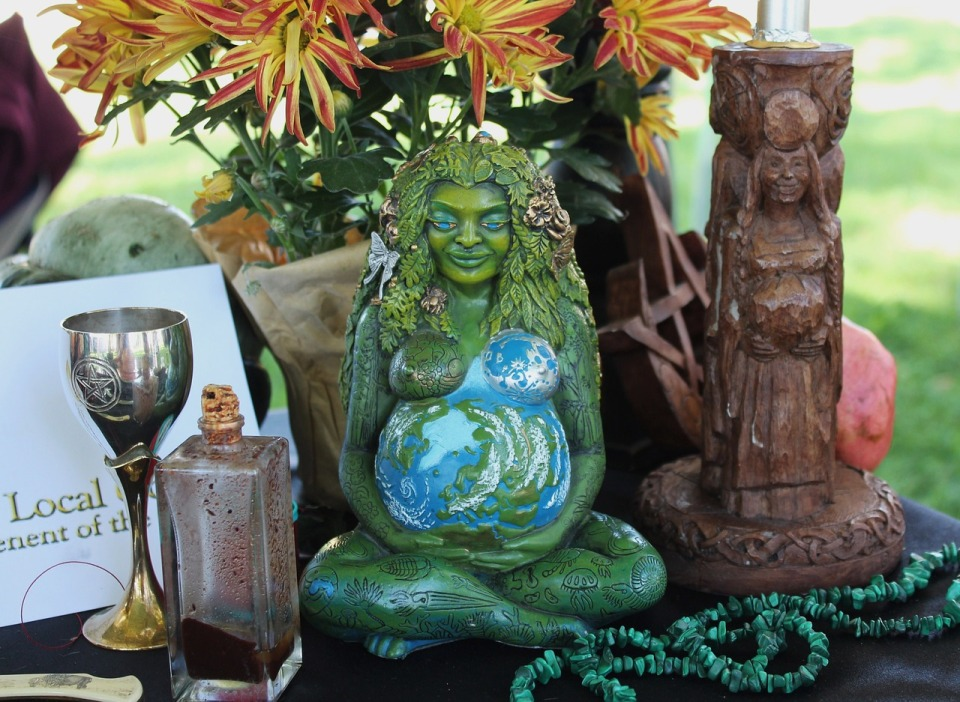 pagan-altar-1034856_1280